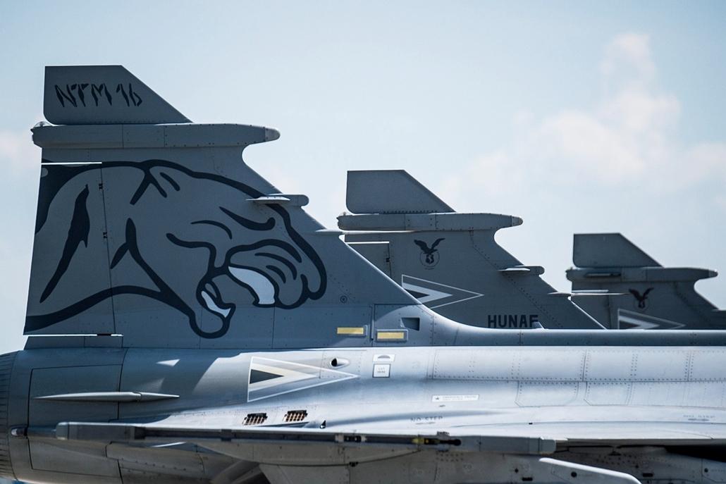 mti.16.05.27. - Kecskemét: A NATO Tiger Meet elnevezésű nemzetközi repülőharcászati gyakorlatáról, Spanyolországból hazaérkező Gripenek a kecskeméti repülőbázison. - 7képei