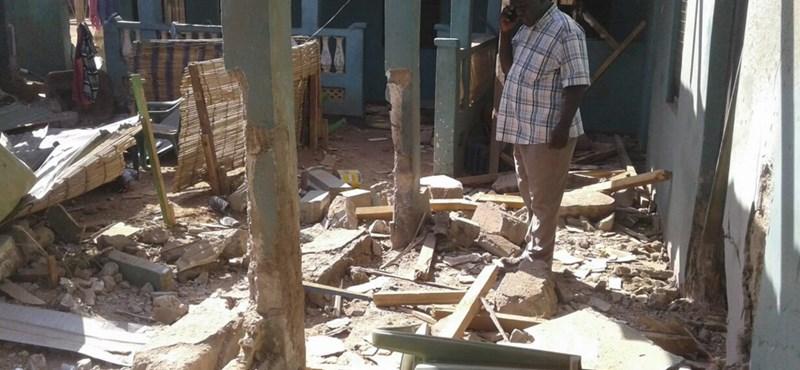 Már csaknem kétszáz halottja van a szomáliai terrortámadásnak