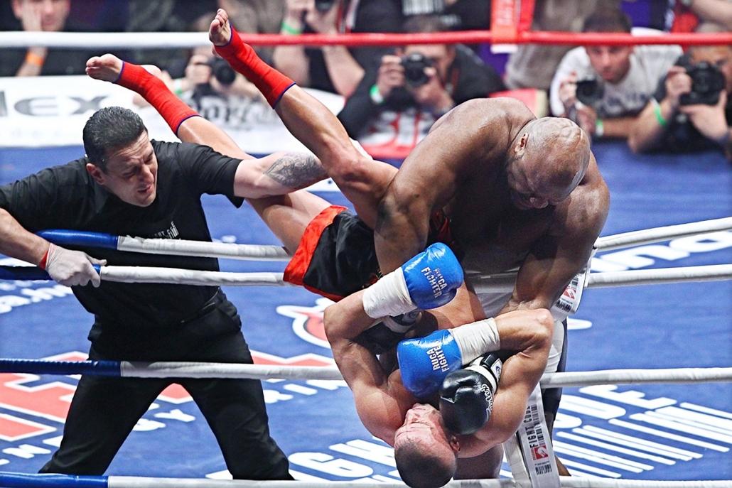 Sajtófotó 2011 - Nagyítás-fotógaléria - Sport - egyedi - 1. helyezett: Innen szép felállni