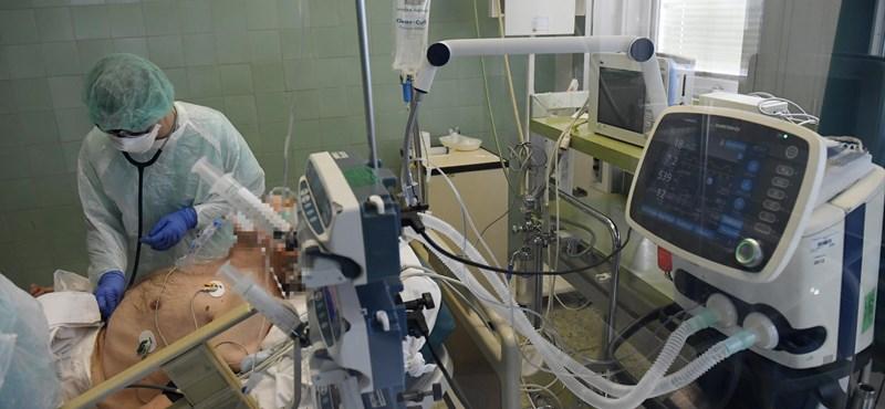 Tele vagyunk raktárban álló lélegeztetőgéppel, de megint veszünk
