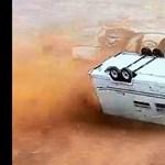 Repkedtek a lakókocsik egy parkolóban, amikor megérkezett a tornádó – videó