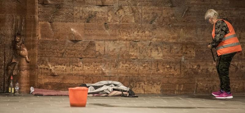A Magyar Kurír is elítéli a hajléktalanok meghurcolását