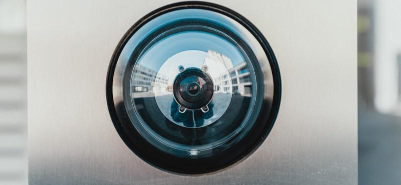 Kínában kamerákat raknak lakások elé, hogy lássák, otthon maradnak-e az emberek