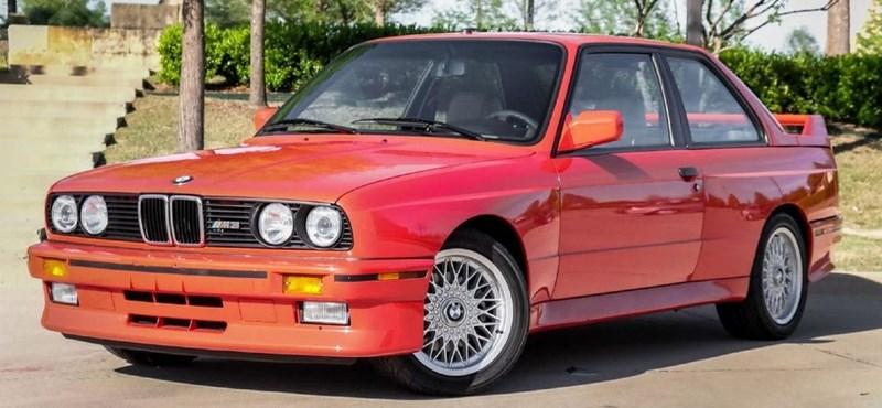Közel 50 millió forintért árulják Paul Walker BMW M3-asát