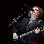 Akkora évfordulós koncertet ad a Cure, hogy a fal adja a másikat