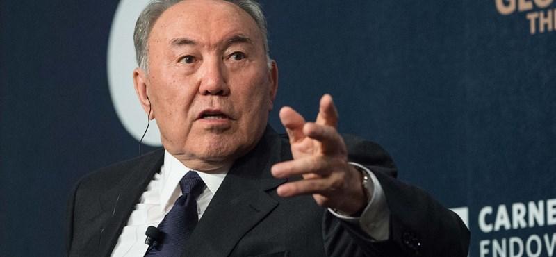 Lecserélik a cirill betűket a kazahok, jön a Qazaqstan név