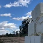 Sajtból épít falat egy művész az amerikai-mexikói határra