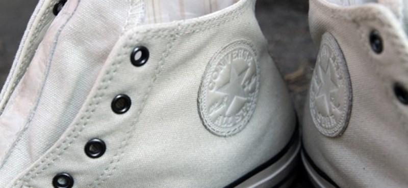Plázs  John Varvatos fűző nélküli vintage Converse cipői - HVG.hu b6a1c94d6f