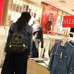 Újabb ruhabolt vonul ki Magyarországról, csődhullámtól tartanak a ruházati kereskedők