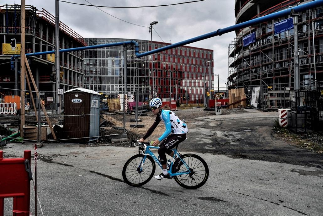 afp.17.06.29. - Düsseldorf, Németország: A francia Axel Domont, az AG2R La Mondiale csapat kerekese a Tour előtti napokban június 29-én. - Tour de France 2017