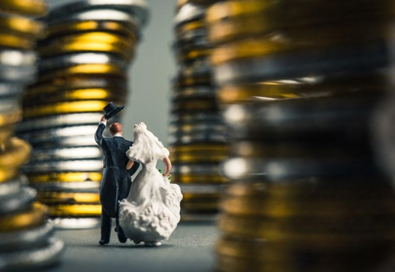 Rizikós a fiatal házasok hitele. Melyik bank fog így pénzt adni?