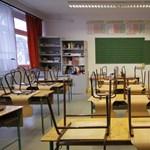 Tüntetnek a félévkor bezárásra kényszerülő szegedi iskolákért