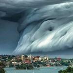 Ezzel van tele a Facebook: mintha világvége lenne, olyan felhő úszott be Sydney fölé – fotó, videó