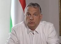 Orbán Viktor levelet csempészett a házhoz küldött diplomák borítékjába