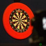 Eddig tartott a darts-vb csodája: kiesett Fallon Sherrock