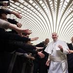 3500 melós előtt szidta a kizsákmányolókat Ferenc pápa