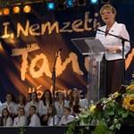 Hoffmann tovább bizonygatja, hogy az egyetemeknek nem esik bántódása