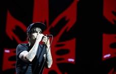 A Red Hot Chili Peppers gitárost cserél