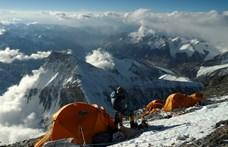 Jóval kevesebben mászhatják meg a Mount Everestet idén, mint a korábbi években