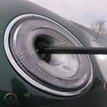 Ilyen fényszorómosót se láttunk még, mint a Bentley Bentayga-é  – videó