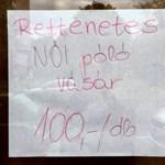 """""""Rettenetes"""" felirat egy üzlet kirakatában - fotó"""