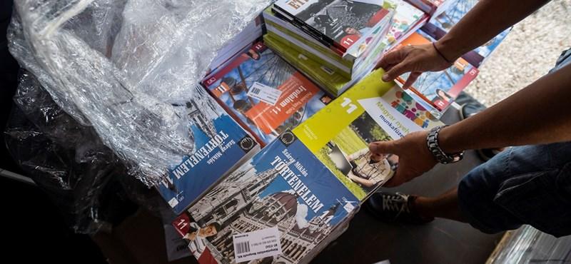 Maruzsa Zoltán: minden iskolába rendben megérkeznek a tankönyvek