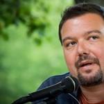 Feljelentette a Pesti Srácok főszerkesztőjét a pedofíliával vádolt újságíró