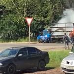 Jókor volt jó helyen a szippantós kocsi – a tartalmával oltottak el egy autót