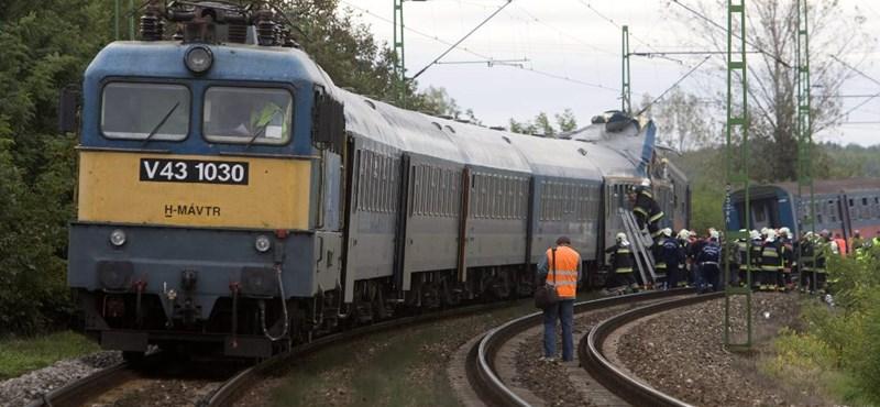 Vonat ütközött autóval Konyárnál