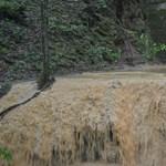 Videó: Így ömlik ki a Baradla-barlangból a megáradt víz