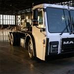 A Tesla társalapítója a kukásautókat forradalmasítja