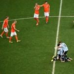 Mi megértjük őket: úgy vágták pofon a holland focit, hogy a fal adta a másikat