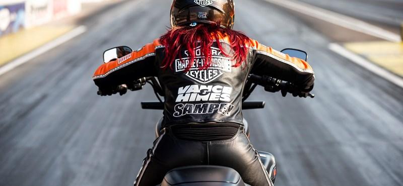 Új világrekordot állított be a Harley-Davidson elektromos motorja, időben és sebességben is