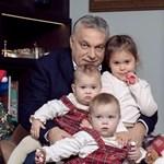 Orbán unokákkal, kutyával és plüsslóval kíván boldog karácsonyt