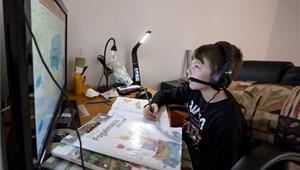 A szülők közel fele szerint hamarosan újra digitális oktatás lesz