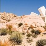 Tudja, mi épülhet hajókonténerekből? Például egy sci-fi-ház a sivatagban – fotó