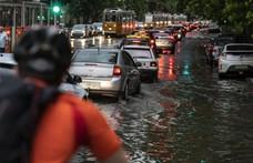 Magyar Közút: Hatalmas eső jön, csak indokolt esetben induljanak útnak!