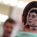 Maradona arcképét vágatta a hajába egy férfi – fotók