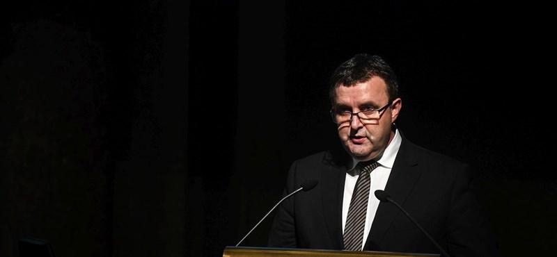 """A 16 évesek nagy része """"megy a lecsóba""""? Odaszúrt a miniszter Pokorninak"""