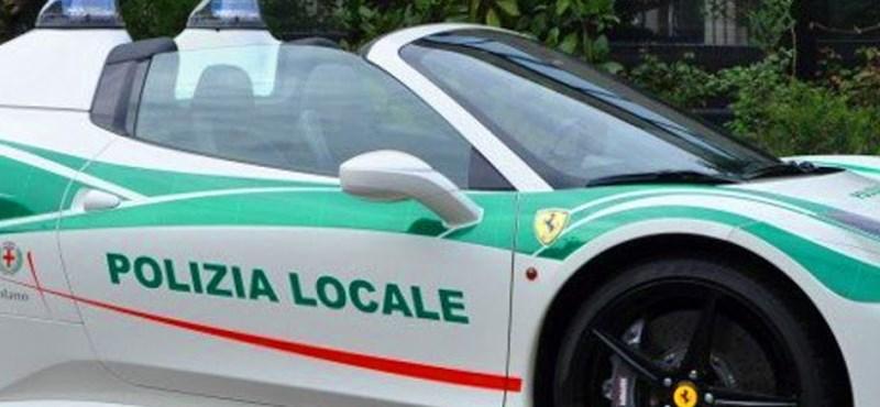 Maffiától elkobzott kabrió Ferrariból lett rendőrautó