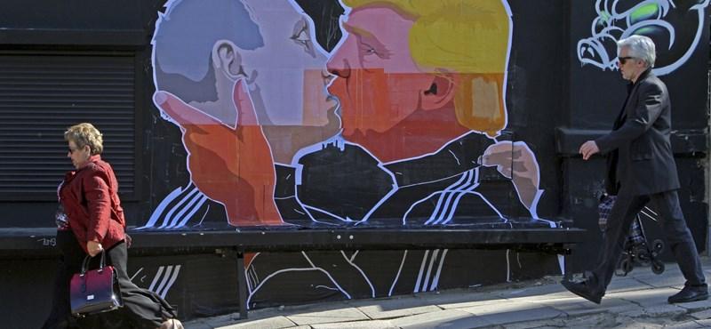 Trump és Putyin csókjából lett Litvánia új látványossága