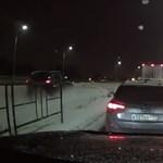 Videó: olyan leckét kapott a türelmetlen autós, hogy még meg is sajnáltuk