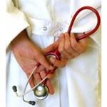 """Minden harmadik orvostanhallgató """"eltűnik"""" a diplomaosztó után"""