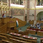 Határozatképtelen lett az elesettek ügyében összehívott parlamenti ülés