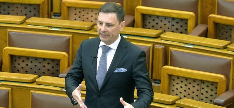 A Fidesz úgy szigorította a Stop Sorost, hogy egyedül el sem tudja fogadni
