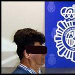Egy béna paróka alatt akart fél kiló kokaint becsempészni Spanyolországba