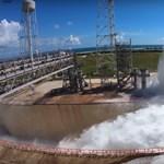 Videó: 1,7 millió liter vizet locsolt szét a NASA 1 perc alatt, nagyon látványos lett a végeredmény