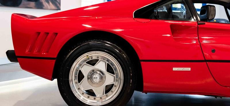 740 millió forint ez a 34 éves szuperritka Ferrari