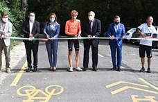 Heten álltak oda átadni a szentendrei bicikliutat