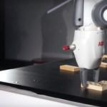 Nem veszi el a magyarok munkáját YuMi, a robot - videó